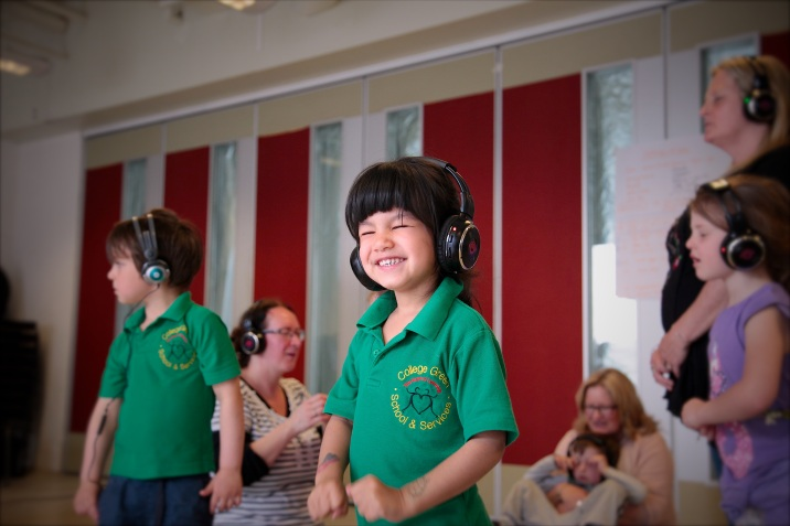 workshop child with headphones